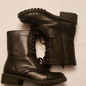 Arizona black booties size 5.5m